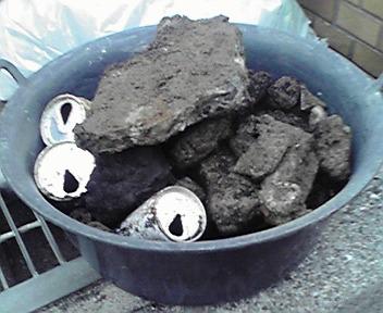 出てきた瓦礫&空き缶
