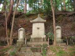 満願寺坂田金時の墓