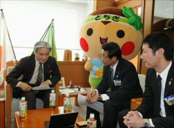 とちまるくん@県知事訪問